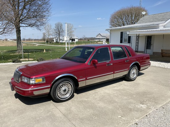 1995 Lincoln Town Car, Moon Roof, Full Power, 4DR, 97,671 mi., Very Good
