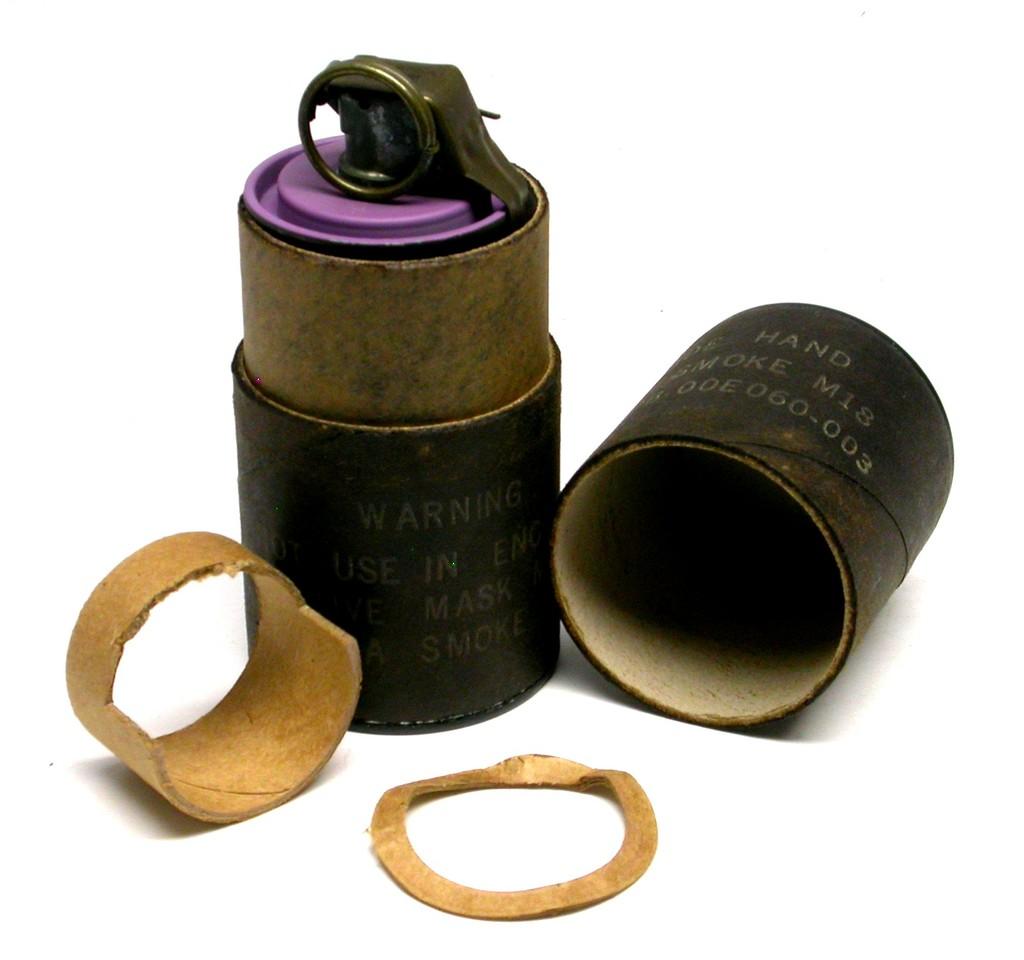 Lot: US Military M18 Smoke Grenade & Carrier (EDN