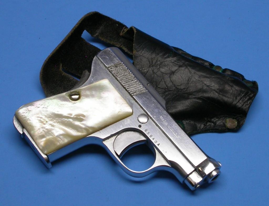 Lot: Beretta Model 1952  25 ACP Semi-Automatic Pistol - FFL #95940A