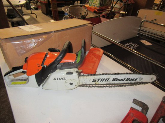 STIHL MS270C CHAIN SAW WITH LUBRICANT - NEEDS WORK