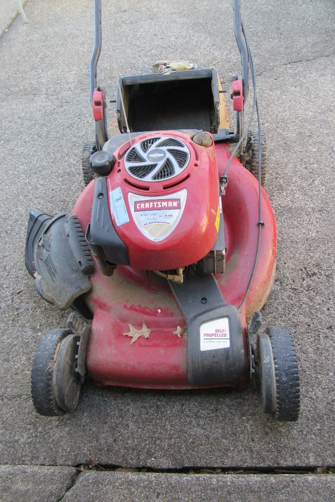 Lot: CRAFTSMAN SELF PROPELLED 22 INCH PUSH MOWER WITH BAGGER