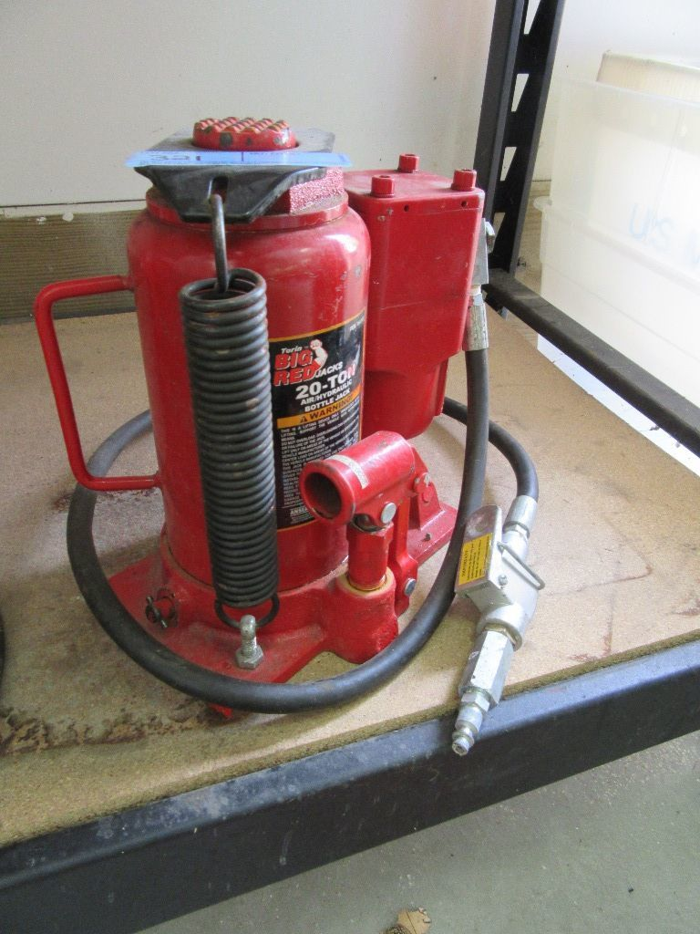 c6726c539b9 Lot  TORIN BIG RED JACKS 20-TON AIR OVER HYDRAULIC BOTTLE JACK ...