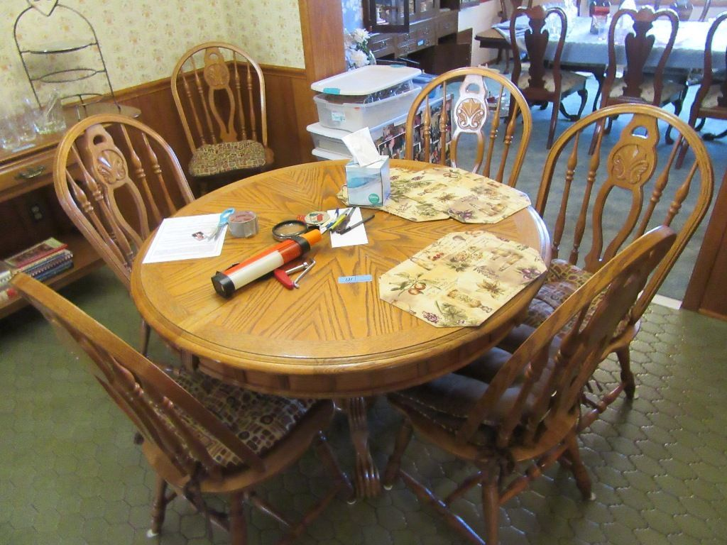 ROUND OAK CLAWFOOT PEDESTAL TABLE WITH 6 CHAIRS
