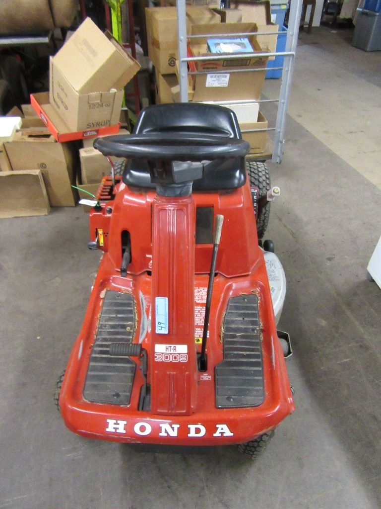 "HONDA HTR 3009 TRACTOR 32"" CUTTING DECK. NO HOURS"