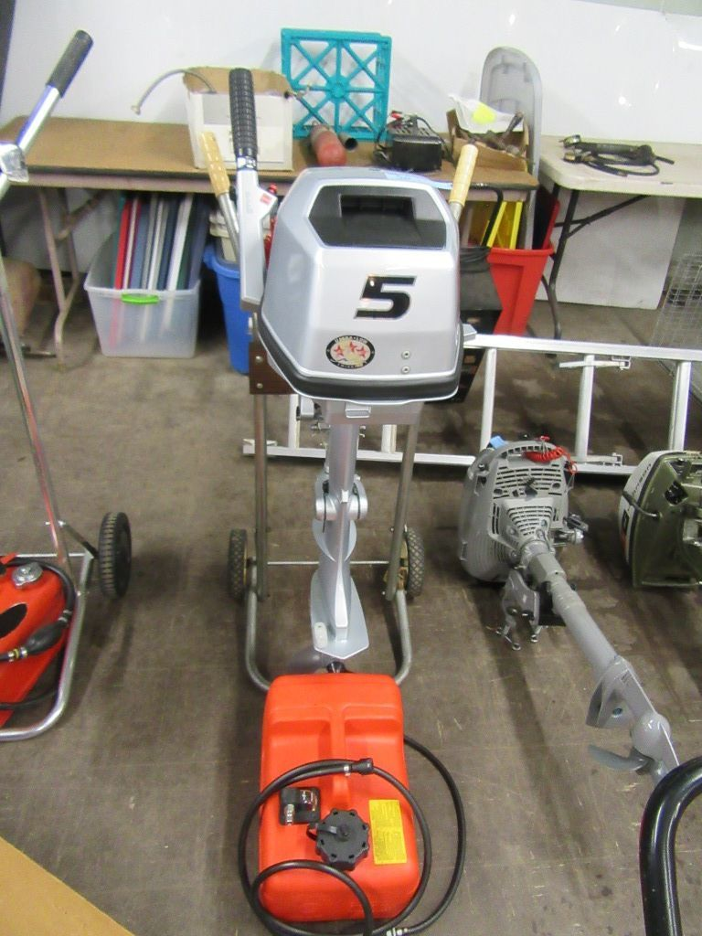 HONDA 5 HORSE POWER BOAT MOTOR WITH GAS CAN