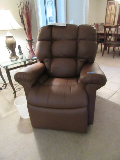 STELLAR MEDIUM TO LARGE LIFT CHAIR. BOUGHT NEW IN SEPTEMBER OF 2018