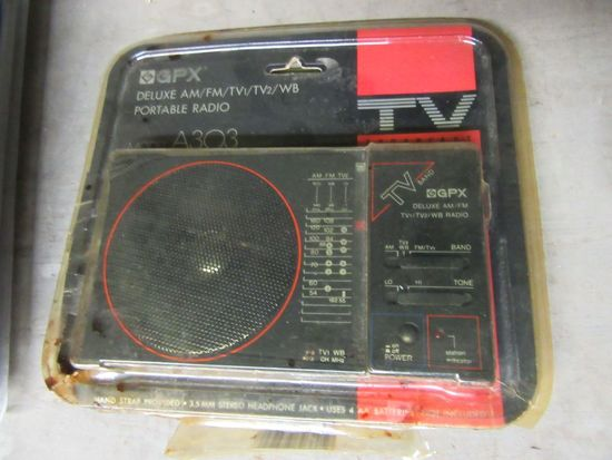 GPX AM FM TV 1 TV 2WB  PORTABLE RADIO