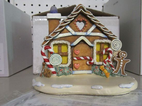 GOEBEL FIGURINE GINGERBREAD LANE 1040-D