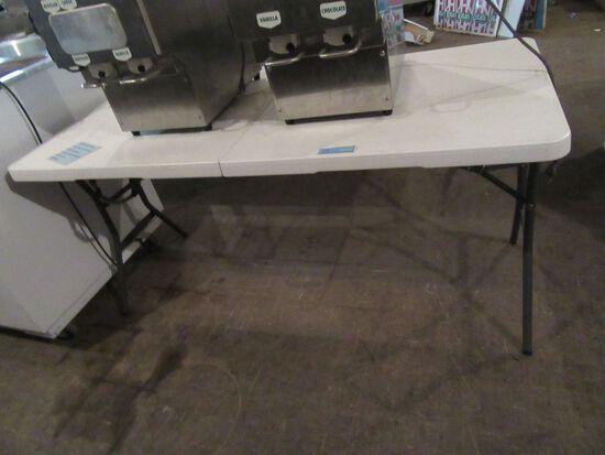 5' PLASTIC FOLDING TABLE