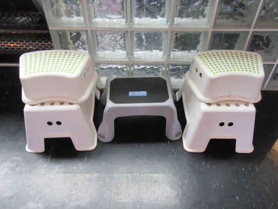 LOT OF STEP STOOLS