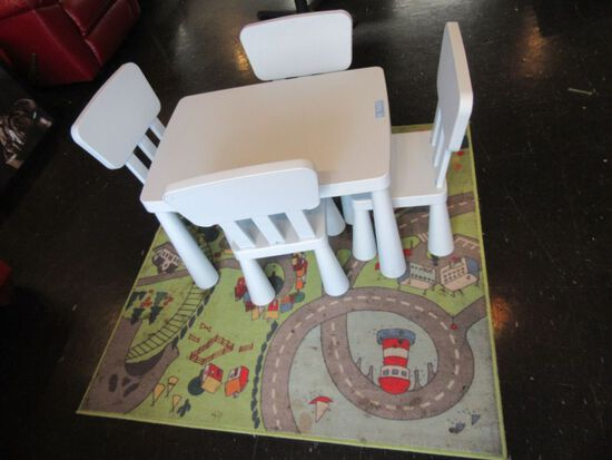 PLASTIC CHILDREN'S TABLE AND CHAIRS AND PLAY CARPET