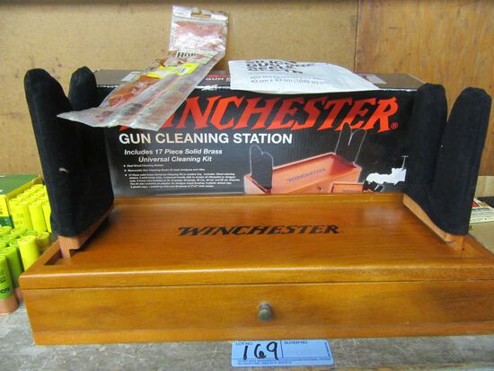 WINCHESTER GUN CLEANING STATION NEW. WITH EXTRA GUN CLEANING ACCESSORIES