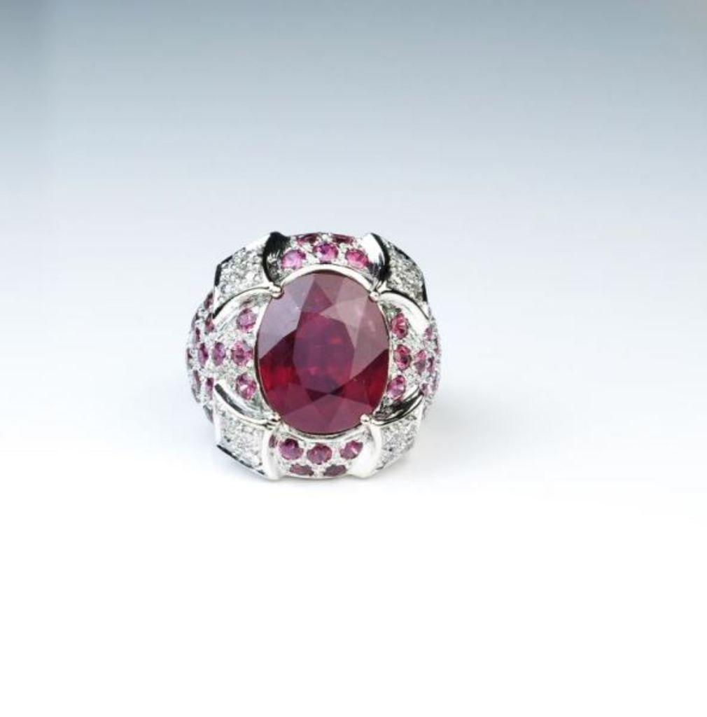 Extraordinary 9.07 Carat Ruby & Diamond Ring