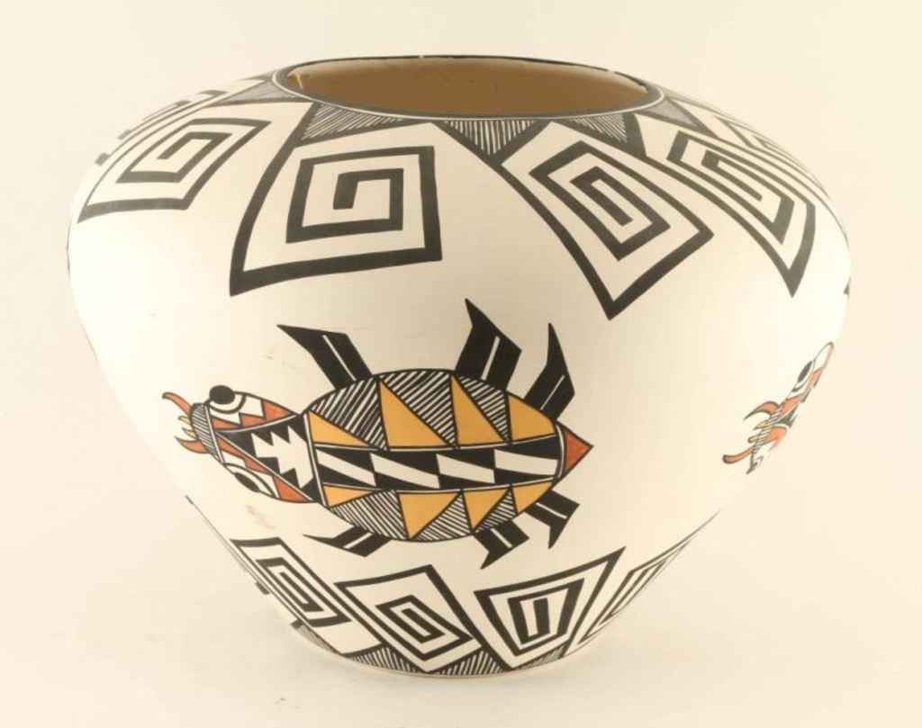 Large Acoma Beetle Pot