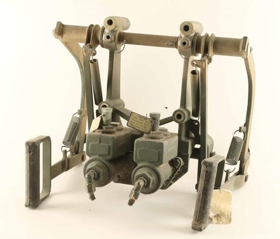 Handle for Twin Machinegun Mount