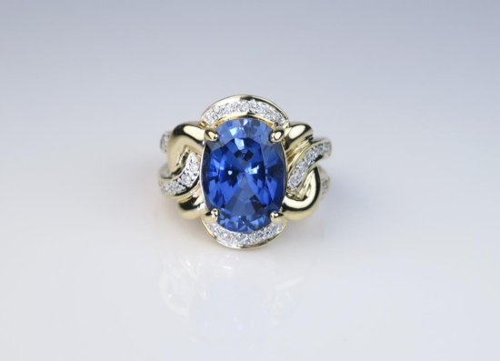 Magnificent Estate Piece 7.34 carat Ceylon colored Blue Sapphire and Diamond