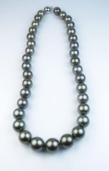 Important Natural Tahitian South Sea Pearl necklace graduating from 10.00 MM to