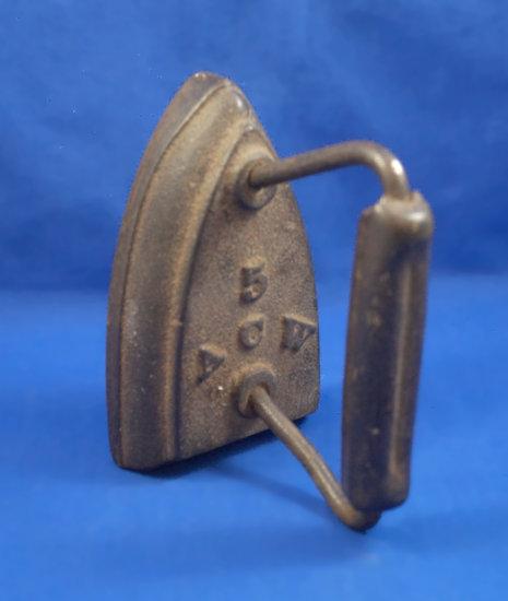 """SAD iron, 5 ACW, wood handle, Ht 4 1/2"""", 5 3/4"""" long"""