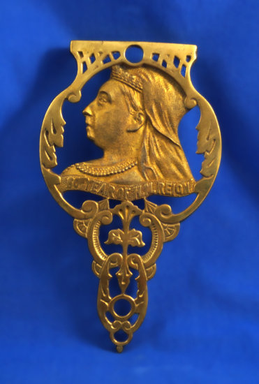 "Queen Victoria Jubilee portrait brass trivet, ""60th year of H.M.Reign"", 8 1/2"" long"