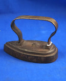 Small tear drop tailors iron, cast iron, strap handle, Ht 3