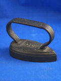 Little teardrop shaped iron, strap handle, black cast iron, Ht 2 3/4