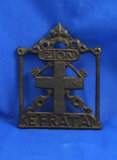 Trivet with cross in middle,