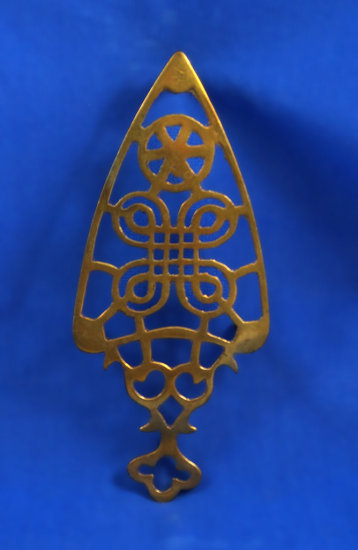 "Trivet, brass, 7 1/4"" long"