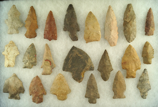 """Set of 21 assorted Midwestern arrowheads, largest is 2 9/16""""."""