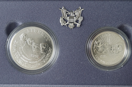 1991 Uncirculated Mount Rushmore Commemorative 2 Piece Set Half Dollar and Silver Dollar - COA