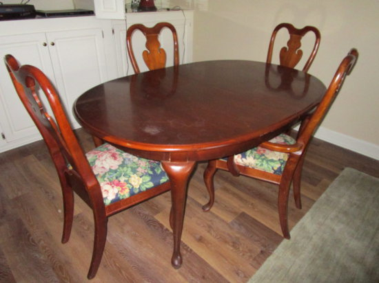 Rm 152 Mahogany Finish Wood Oval Table and 4 Chairs