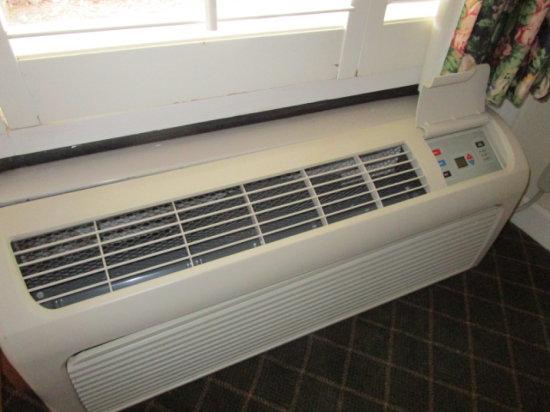 Rm 140 Amana Air Conditioning/Heat Wall Units (Digital Controls)