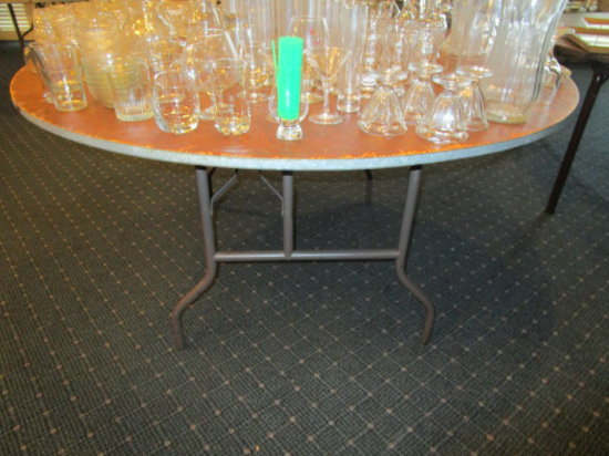 Banquet Room - 21 Round Folding Tables - 60""