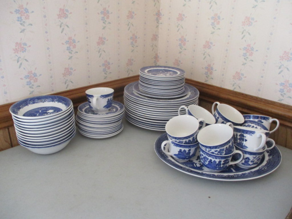 66 pcs of Johnson Brothers Blue Willow Dinnerware & 66 pcs of Johnson Brothers Blu... Auctions Online | Proxibid