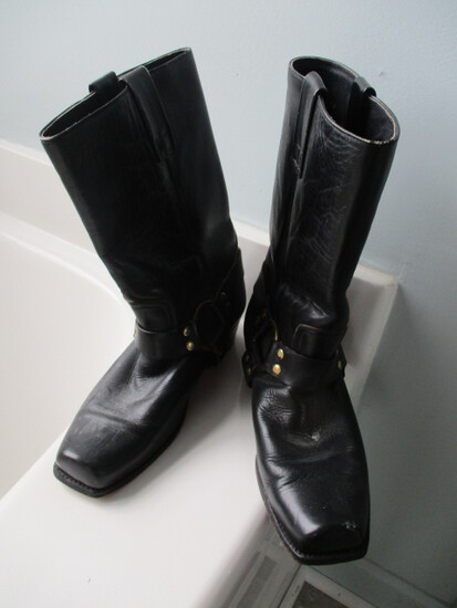 Pair of Men's Leather Harness Ring Boots