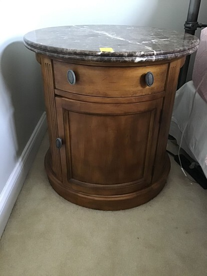 LEXINGTON SOUTHERN LIVING ROUND MARBLE TOP COMMODE OR OCCASIONAL TABLE