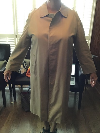 WOMANS BURBERRY VINTAGE TRENCH COAT