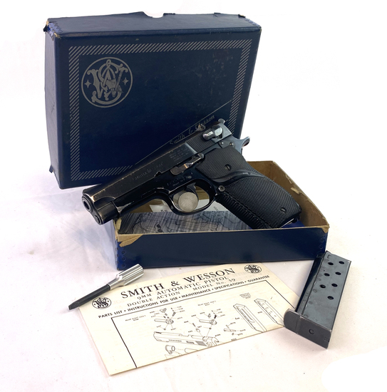 1974 Smith & Wesson Model 39-2 Blued 9MM Semi-Automatic Pistol in Original Box
