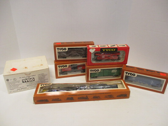 Tyco HO Scale Electric Train Cars And Controller