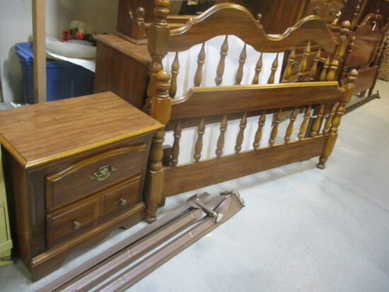 Full/Queen Spindle Headboard & Footboard With Rails