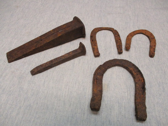 Lot of Old Rusty Décor Items