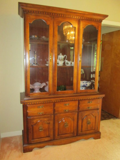 Broyhill Lenoir House 2 PC 4 Door/3 Drawer Lighted China Cabinet