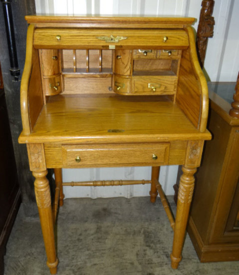 Oak Roll Top Desk With Ed Interior And Drawer Marked Eagle Craft Carvings On Legs At Eithe