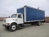 International 4900 S/A Box Truck,