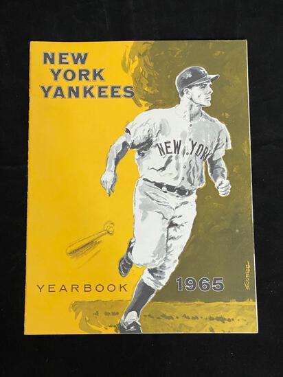 NEW YORK YANKEES 1965 TEAM YEARBOOK / MANTLE