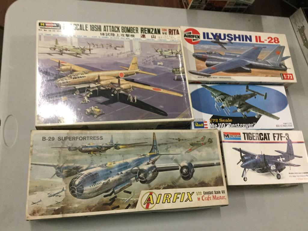 Lot: 5 - 1:72 scale Military Airplane plastic model kits by