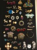 Lot of assorted Estate Jewelry, hair clips, pins, Bracelet, etc. see pics