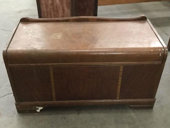 Vintage blanket chest circa late 40's - needs some work see pics