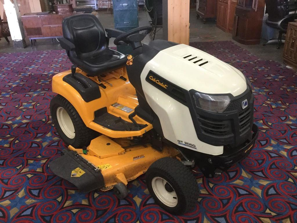 "Cub Cadet GT 2050 Riding Lawn Mower Kohler 22.5 Hp V twin 50"" deck org price 5300.00 W/ Rubbermaid"