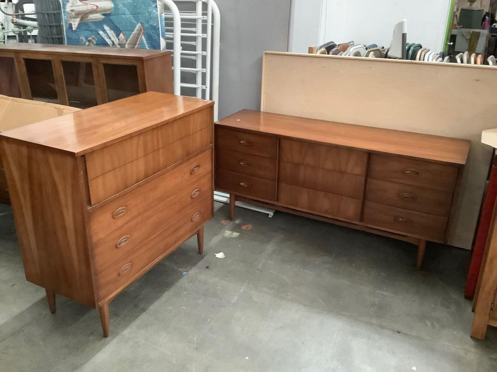 5 Pc Wicker Patio Set, 2 Pc Dixie Furn Vintage Mid Century Tall Boy And Long Dresser With 4 And 9 Drawers Respectively Estate Personal Property Furniture Vintage Furniture Auctions Online Proxibid