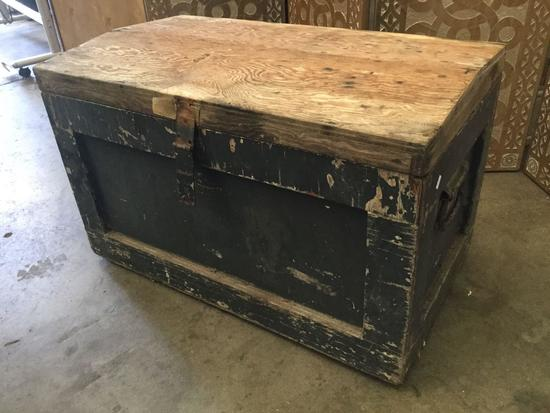 Antique wood trunk / foot locker with inner shelf and metal handles